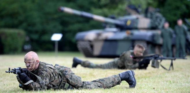 Żołnierze i policjanci nie spieszą się z przechodzeniem na emeryturę  PAP/Jacek Turczyk