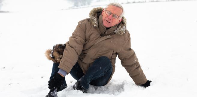 senior-wypadek- śnieg