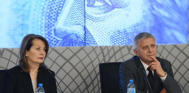 Członek RPP Elżbieta Chojna-Duch i przewodniczący RPP prezes NBP prof. Marek Belka podczas konferencji prasowej