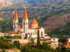 <strong>Liban<strong></strong><br /><br />  Z uwagi na utrzymującą się niestabilną sytuację bezpieczeństwa w Libanie Ministerstwo Spraw Zagranicznych zaleca obywatelom polskim powstrzymanie się od podróży do tego kraju, a zwłaszcza na pogranicze libańsko-syryjskie i libańsko-izraelskie, w rejon doliny Bekaa (szczególnie do miast: Hermel, Aarsal, Baalbek), do miasta Tripoli oraz na południowe przedmieścia Bejrutu.Osoby planujące podróż wbrew powyższemu ostrzeżeniu lub już przebywające w Libanie powinny zachować szczególną ostrożność, unikać wyżej wymienionych miejsc oraz zgłosić pobyt w systemie Odyseusz. Należy również stosować się do poleceń miejscowych służb porządkowych oraz śledzić najnowsze komunikaty o stanie bezpieczeństwa. Źródło: MSZ.<br /><br />