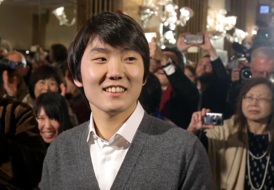 Zwycięzca konkursu, zdobywca złotego medalu i laureat pierwszego miejsca Seong-Jin Cho z Korei Południowej