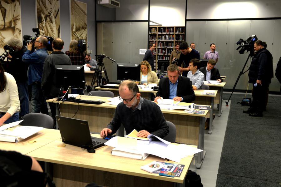 Dziennikarze i naukowcy w bibliotece IPN