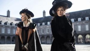 Chloë Sevigny i Kate Beckinsale w filmie Przyjaźń czy kochanie