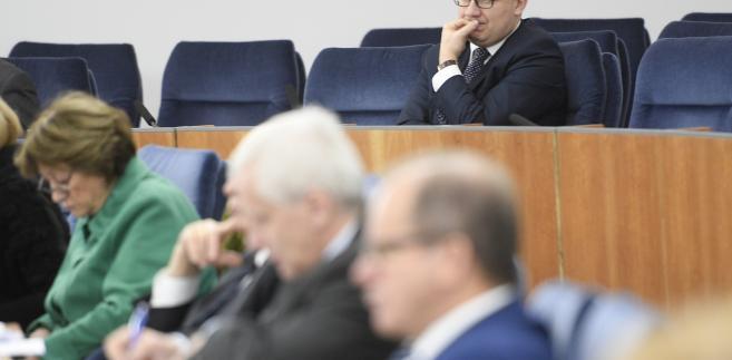 Rzecznik Praw Obywatelskich Adam Bodnar na sali obrad podczas posiedzenia Senatu