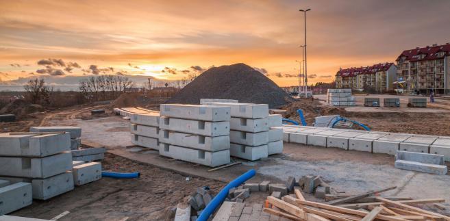 Do zwiększenia kwoty nieterminowych płatności firm budowlanych przyczyniły się głównie mniejsze podmioty.
