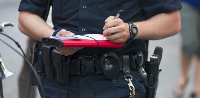 """Więcej policji i częstsze kontrole są związane z wyjazdami przed przypadającym na 15 sierpnia dniem wolnym od pracy. Jak poinformowała PAP Komenda Główna Policji, każdego roku w tym okresie policjanci notują większy ruch na drogach, co z kolei zwiększa ryzyko """"wszelkiego rodzaju zdarzeń niepożądanych, w tym wzrostu liczby wypadków drogowych""""."""
