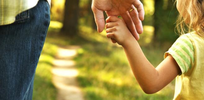 Ministerstwo podkreśla, że kodeks rodzinny i opiekuńczy już obecnie dopuszcza orzekanie pieczy naprzemiennej, gdy przemawia za tym dobro dziecka