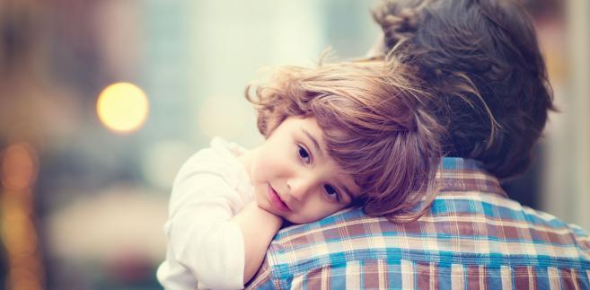 """Zdaniem NSZZ """"Solidarność"""" wykluczenie ojców wychowujących dzieci w pełnych rodzinach byłoby dyskryminacją, trudną do zrozumienia, a tym samym do zaakceptowania w XXI wieku"""