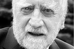 Autor jest ekonomistą, emerytowanym profesorem Uniwersytetu Śląskiego, gdzie w latach 1996–2005 był dyrektorem Ośrodka Studiów Europejskich. W latach 1990–1994 ambasador RP w Seulu.