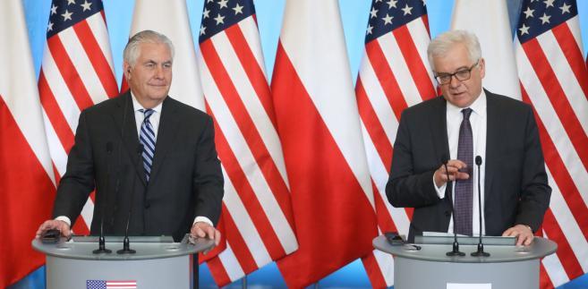 Minister spraw zagranicznych Jacek Czaputowicz i sekretarz stanu Stanów Zjednoczonych Rex Tillerson podczas konferencji prasowej.