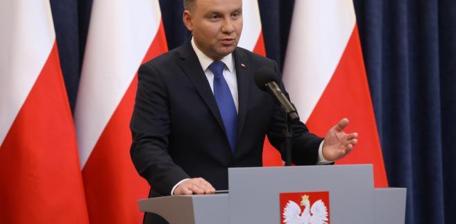 """Jak dodał, przez wiele lat polskie władze próbowały walczyć z tego typu sformułowaniami """"w zwykłym trybie"""", jednak - w jego ocenie - okazywało się to nieskuteczne."""