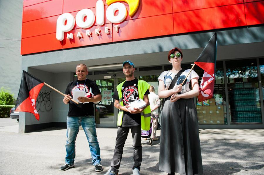 Demonstracja syndykalistów pod POLOmarketem w 2017 r.