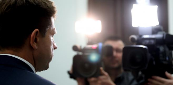 """Petru zapytany w piątek w Sejmie przez dziennikarzy, jak się czuje bez immunitetu, odpowiedział: """"Bardzo dobrze się czuję. Immunitet powinien chronić przed Wąsikami tego świata, a nie przed wykroczeniami"""""""