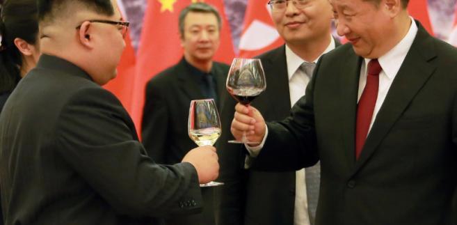 Kim Dzong Un i Xi Jinping podczas ubiegłorocznego spotkania