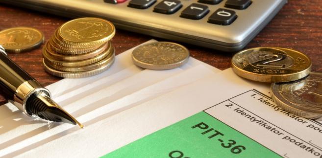 """MF przypomina, że do rezygnacji z opodatkowania dochodów, uzyskiwanych w ramach tego programu, zachęcali jego twórcy, w związku z czym takie państwa, jak Cypr, Litwa, Łotwa, Słowacja, Słowenia, Węgry, Francja czy Wielka Brytania zrezygnowały z opodatkowania stypendiów programu """"Erasmus+""""."""