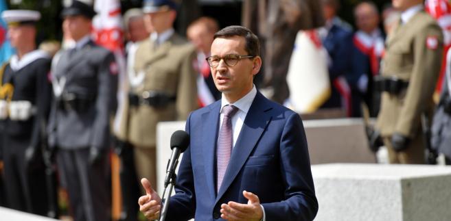 Premier Mateusz Morawiecki podczas uroczystości odsłonięcia pomnika Lecha Kaczyńskiego
