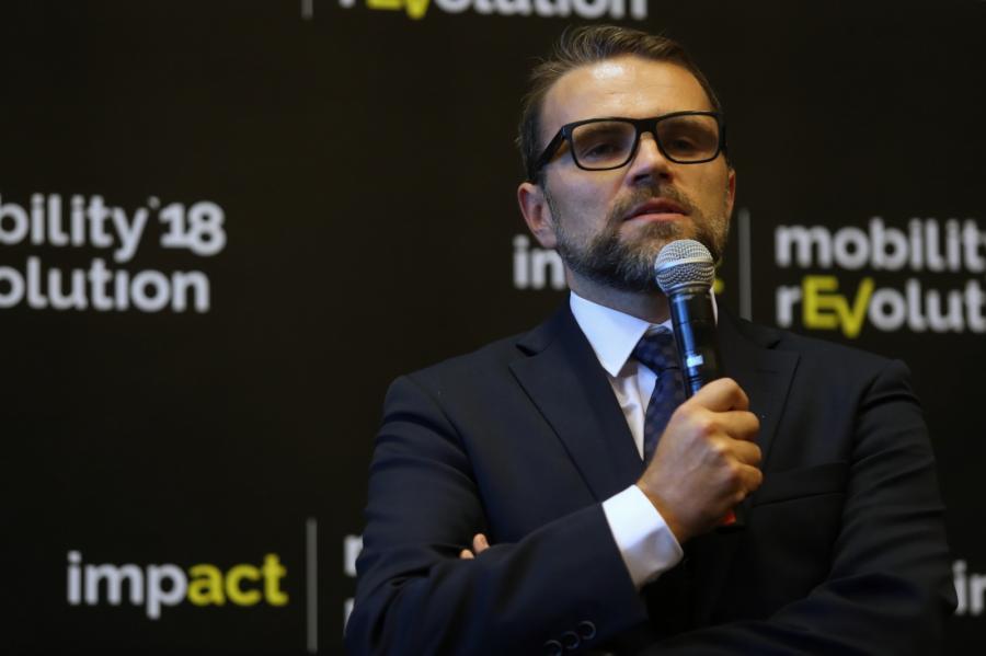 Prezes Portu Solidarność Jacek Bartosiak podczas konferencji prasowej w ramach spotkania kongresu Impact mobility rEVolution'18