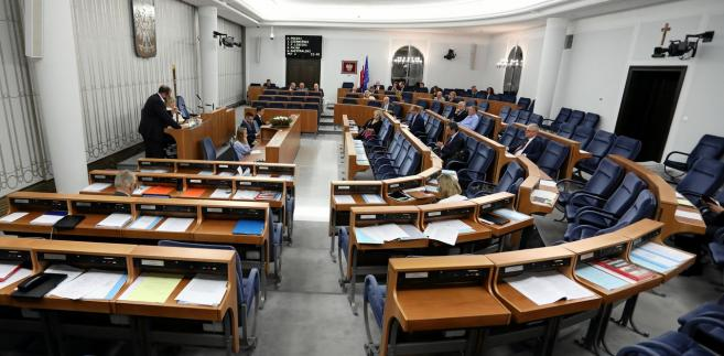 Zgodnie z ustawą o RPD będzie pełnił swe obowiązki do złożenia ślubowania przez nowego rzecznika.