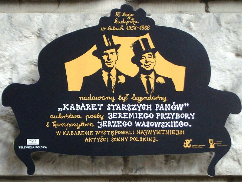 Tablica ku czci Kabaretu Starszych Panów na budynku TVP w Warszawie, ul. Jasna 14/16