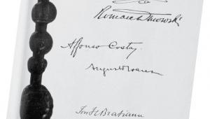 Karta traktatu wersalskiego z podpisami Ignacego Paderewskiego i Romana Dmowskiego