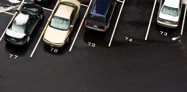 Kara za pozostawienie pojazdu na parkingu po upływie doby parkingowej jest opodatkowana. To nic innego jak opłata za niedozwolone używanie – orzekł NSA.