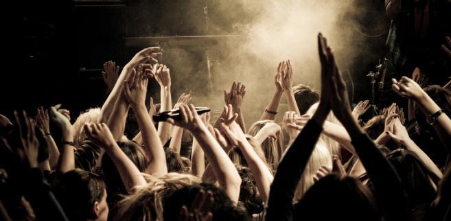 Uczestnicy imprez sportowych czy koncertów zazwyczaj nie wiedzą, jakie zasady obowiązują na danym obiekcie