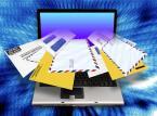 """<strong>Jak chronić się przed spamem?</strong><br /><br />  Zdaniem firmy Kaspersky LAB warto mieć co najmniej dwa adresy e-mail. Prywatny adres tylko do korespondencji osobistej, drugi natomiast do rejestrowania się na publicznych forach czy do zapisywania się na listy mailingowe. Prywatny adres powinien być trudny do odgadnięcia. Spamerzy wykorzystują kombinacje powszechnych imion, słów i numerów w celu tworzenia list potencjalnych adresów. Natomiastj adres publiczny powinniśmy traktować  jako tymczasowy. Warto go często zmieniać.<br /><br />  Nie odpowiadaj na spam. Większość spamerów sprawdza, czy ich wiadomości zostały otrzymane, i rejestruje odpowiedzi. Im częściej odpowiadasz na niechciane wiadomości, tym więcej spamu będziesz otrzymywał. Nie klikaj opcji """"Proszę o wypisanie mnie z listy mailingowej"""" w wiadomościach pochodzących z podejrzanych źródeł. Spamerzy fałszują takie wiadomości i wysyłają je w celu zebrania aktywnych adresów mailowych. Jeżeli klikniesz odsyłacz """"Proszę o wypisanie mnie z listy mailingowej"""" zawarty w takiej wiadomości, zwiększysz jedynie ilość otrzymywanego spamu.<br /><br />  Nigdy nie podawaj swojego prywatnego adresu na publicznie dostępnych zasobach. Jeżeli musisz opublikować swój prywatny adres elektroniczny, zamaskuj go, aby nie został przechwycony przez spamerów. """"Jan.Kowalski@wp.pl"""" jest łatwy do znalezienia, podobnie jak """"J.Kowalski@wp.pl"""". Zamiast tego spróbuj napisać """"Jan-kropka-Kowalski-małpka-wp.pl"""". jeśli musisz opublikować swój prywatny adres na stronie internetowej, zamiast linku użyj pliku graficznego. Korzystaj z najnowszej wersji przeglądarki internetowej i stosuj wszystkie łaty bezpieczeństwa. Używaj rozwiązania antyspamowego, a podczas zakładania konta e-mail korzystaj tylko z usług dostawców, którzy zapewniają filtrowanie spamu. Źródło: Kaspersky LAB<br /><br />"""