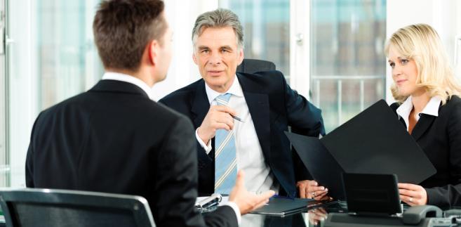 Mediacja to metoda rozwiązywania sporów, w której osoba trzecia pomaga stronom rozwiązać konflikt