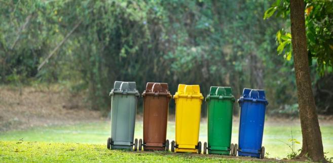 Działania gmin, które przekazują własnym spółkom gospodarowanie śmieciami bez przetargów, eliminują prywatne firmy z rynku.