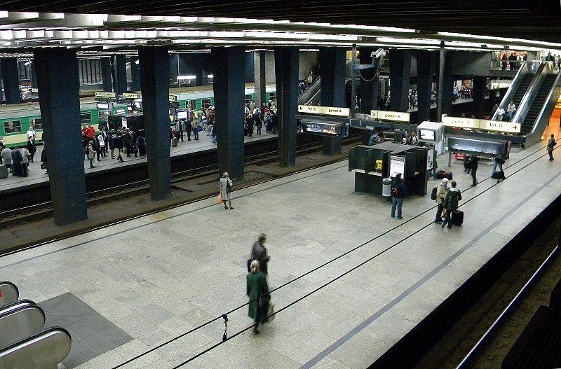Perony na stacji Warszawa Centralna