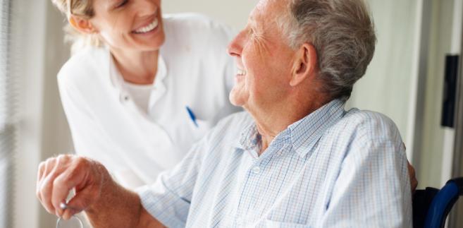 By obliczyć podatek, czytelniczka powinna pomniejszyć uzyskany przychód o potrącone przez zleceniodawcę lub opłacone samodzielnie składki na ubezpieczenie emerytalne i rentowe oraz na ubezpieczenie chorobowe.