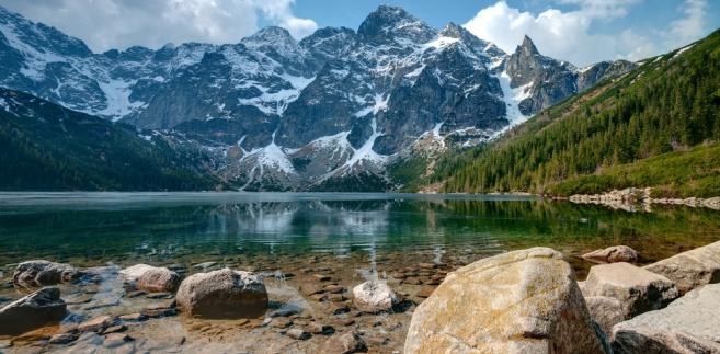 Turystów na górskie szlaki przyciąga ciepła i słoneczna pogoda