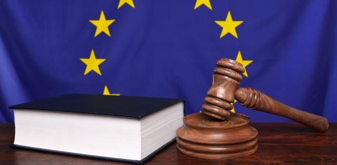 Powróciły formułowane wcześniej w doktrynie wątpliwości co do zgodności polskich uregulowań z ustanowioną w Traktacie o funkcjonowaniu UE (dalej: TfUE) swobodą przedsiębiorczości (freedom of establishment).